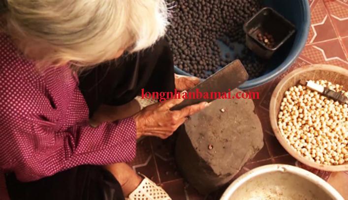 Thưởng thức hương vị hạt sen sấy giòn Hưng Yên
