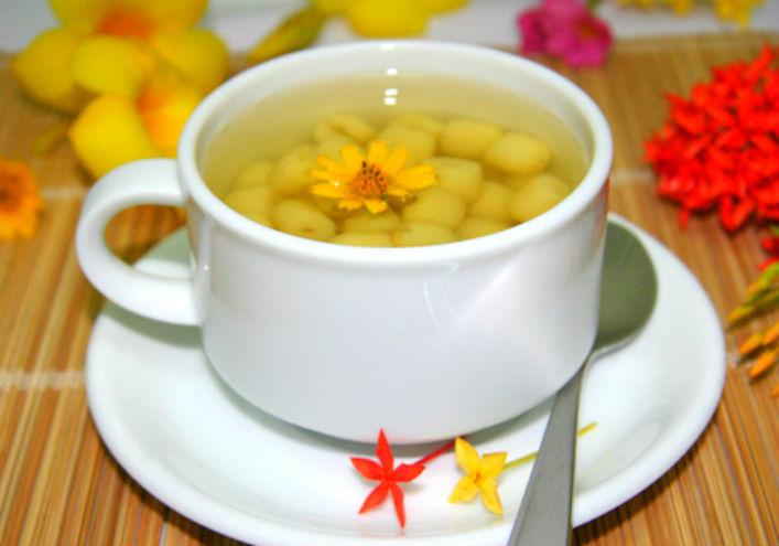Chè hạt sen dừa nạo thanh mát