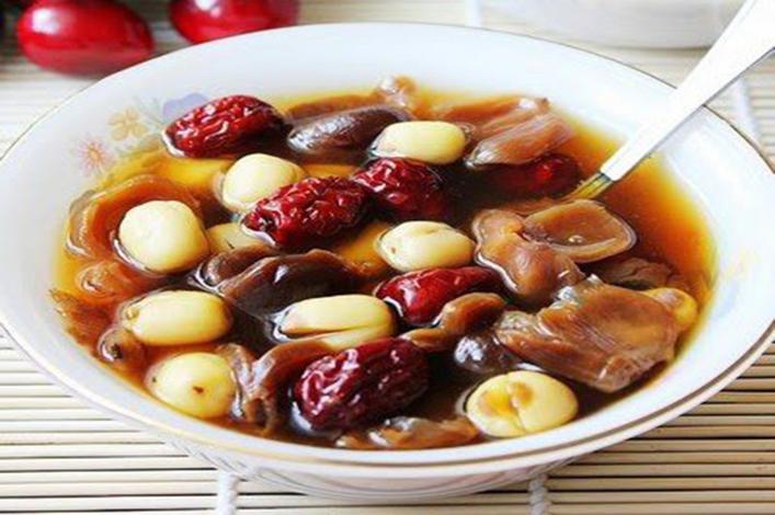 Cách nấu chè nhãn nhục hạt sen táo đỏ