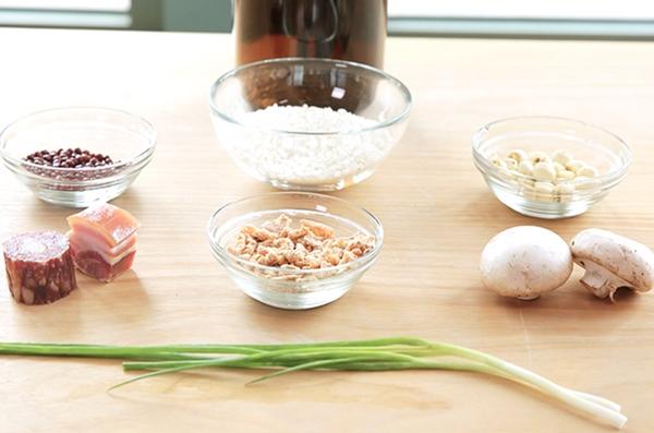 Nấu cháo hạt sen đậu đỏ bổ dưỡng cho bữa sáng-1