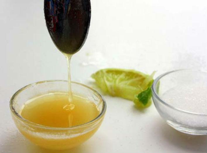 Tẩy da chết bằng đường và mật ong