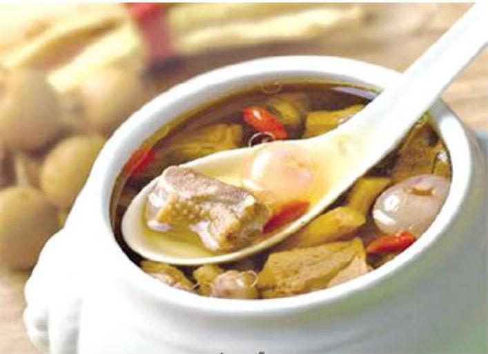 Thịt gà nấu long nhãn thơm ngon