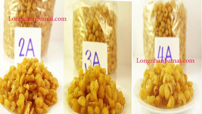 Giá nhãn khô đóng gói trực tiếp tại cửa hàng bà Mai
